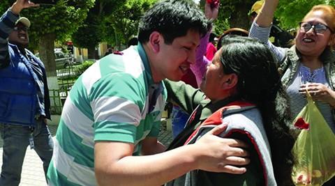 Medico-Jhiery-Fernandez-inicia-su-primer-dia-de-trabajo-en-el-hospital-de-Cotahuma-