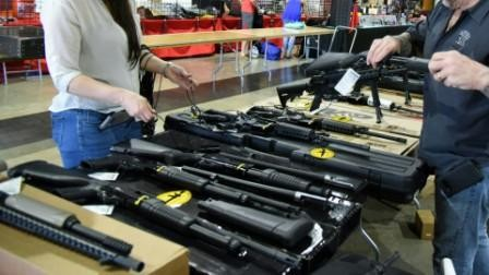 Feria-letal,-exponen-armas-en-Florida