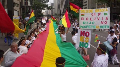 Residentes-bolivianos-en-San-Pablo-se-movilizaron-contra-la-reeleccion-indefinida-