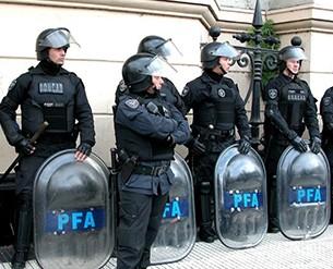 La-PFA-desbarata-talleres-clandestinos-donde-elaboraban-camisetas-falsas-de-selecciones