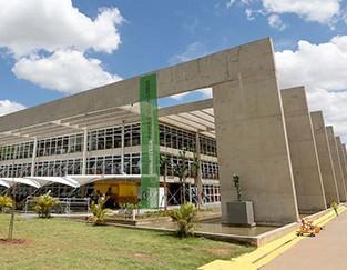 Biblioteca-de-Brasil-erguida-sobre-un-basurero-aspira-ser-la-mejor-del-mundo