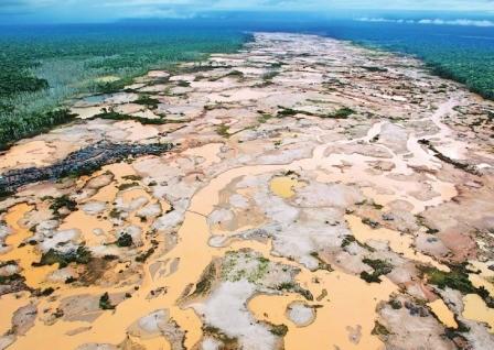 Estudio-revela-la-peor-devastacion-en-la-historia-de-la-Amazonia-por-mineria-ilegal
