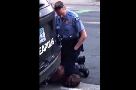 Indignacion-por-muerte-de-un-afroestadounidense-despues-de-que-se-viera-a-un-policia-arrodillandose-en-su-cuello