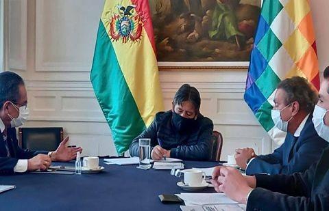 La-Camara-de-Comercio-entrega-a-Choquehuanca-una-propuesta-para-crear-nueva-politica-regulatoria