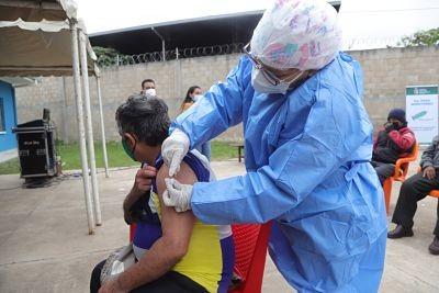 Se-inicia-vacunacion-en-el-penal-de-Palmasola-con-tres-brigadas