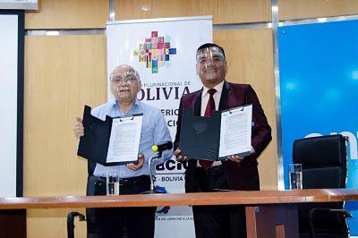 Entel-y-la-DDE-de-Santa-Cruz-firman-convenio-para-facilitar-el-acceso-a-la-educacion-virtual