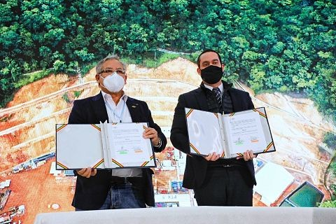 YPFB-y-Ambar-Energia-Ltda.-de-Brasil-suscriben-contrato-de-venta-de-2,24-MMmcd-de-gas-natural