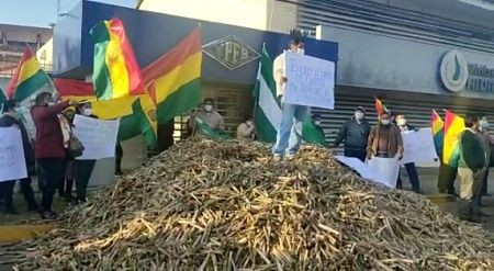 Caneros-protestan-por-atraso-en-pagos-y-la-falta-de-contrato-para-la-provision-de-etanol