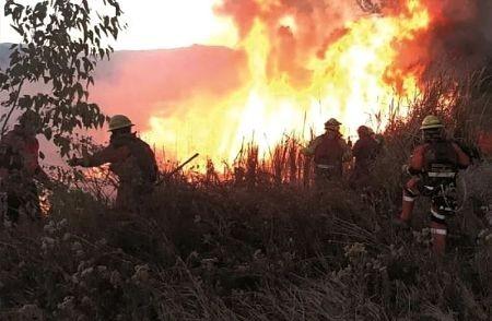 Incendio-acecha-el-valle-de-Tucabaca-y-continua-el-fuego-en-el-AMNI-San-Matias