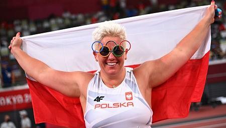 Anita-Wlodarczyk,-primera-mujer-que-gana-tres-oros-en-tres-Juegos-Olimpicos-consecutivos-en-una-sola-prueba